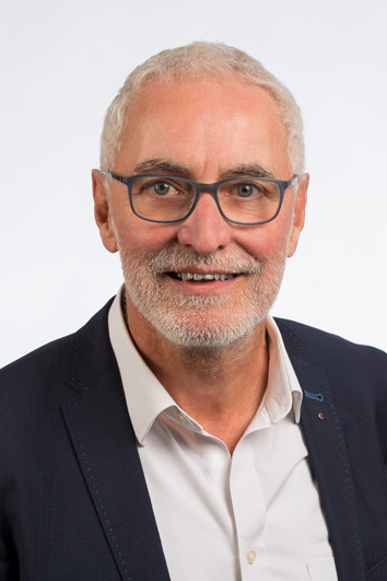 Dr. Roland Köth